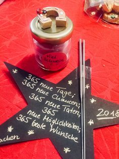 Silvestermitbringsel mit Wünschen für das neue Jahr – 2018 🥂 – Elly´s … New Year's Eve souvenir with wishes for the new year – 2018 🥂 – Elly´s Do it yourself New Year 2018, New Years Eve, Food Crafts, Diy Crafts, Silvester Diy, Crafts For Teens To Make, Nouvel An, Wine Bottle Crafts, Diy Party