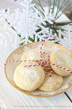 Kourabiedes small Greek Christmas cookies on We Heart It Greek Christmas, Christmas Sweets, Christmas And New Year, Christmas Cookies, Bistro Food, Biscuit Cake, French Kitchen, Cookie Jars, Camembert Cheese