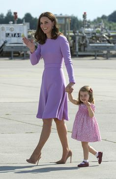 Discover famous, rare and inspirational Kate Middleton quotes. Here are the 15 greatest Kate Middleton quotes on the royal family, fashion and giving back. Kate Middleton Outfits, Kate Middleton Stil, Kate Middleton Photos, Kate Middleton Daughter, Princesa Charlotte, Princess Kate, Princess Style, Duchess Of Cambridge, The Duchess