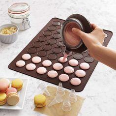 Fall in Love with Lekue Macaron Kit, baking tools. Kitchen Utensils List, Baking Utensils, Cool Kitchen Gadgets, Kitchen Tools, Smart Kitchen, Kitchen Appliances, Baking Supplies, Baking Tools, Macaroons