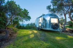 """As the host says, """"'Peggy Sue' spent the first 46 years of her life in California. In 2012 she boarded a huge ship and journeyed to Melbourne where 'Airstream Dreams' gave her a renovation and new lease on life."""""""