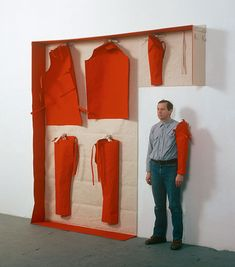 Franz Erhard Walther was born in 1939 in Fulda, Germany. Between 1957 and 1961 he studies at the Werkkunstschule in Offenbach and the Academy of Fine Arts in Frankfurt. Textile Sculpture, Textile Art, Sculpture Art, Land Art, Textiles, Exhibition Display, Fashion Art, Fashion Design, Costume