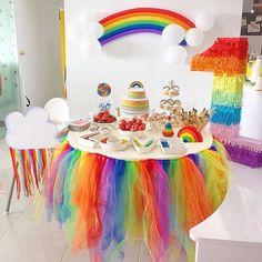 Festa Arco-íris- Ideias Para Decorar A Sua Festa - - My Little Pony Birthday Party, Rainbow Birthday Party, Baby Girl First Birthday, Unicorn Birthday Parties, Unicorn Party, Birthday Party Decorations, 5th Birthday, Rainbow Parties, Bunt