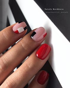 Opting for bright colours or intricate nail art isn't a must anymore. This year, nude nail designs are becoming a trend. Here are some nude nail designs. Minimalist Nails, Hot Nails, Hair And Nails, Gel Nagel Design, Geometric Nail, White Nail Designs, Super Nails, Nagel Gel, Perfect Nails