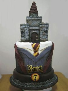 Cake Wrecks - Harry Potter, this is awesome. Bolo Harry Potter, Gateau Harry Potter, Harry Potter Birthday Cake, Harry Potter Food, Harry Potter Wedding, Harry Potter Theme, Fancy Cakes, Cute Cakes, Pretty Cakes