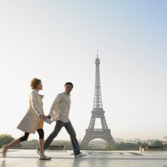"""""""【パリ】恋人たちのメッカ、最近はちょっと異変が・・・? 橋のフェンスに南京錠を下げて愛を誓うポンデザールで、南京錠が禁止に! でもご安心あれ、ちゃんと新スポットができています。"""""""