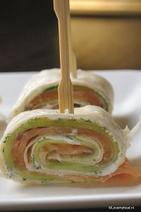 Wraps met zalm en komkommer - LoveMyFood Wrap tortilla pinweels with salmon, cucumber, creme fraiche and dill. Sooo good!
