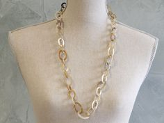 Horn small links necklace.