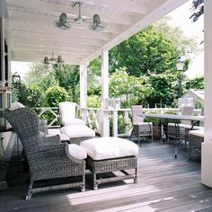 inside a Colonial-style Dutch house Veranda Outdoor Rooms, Outdoor Living, Outdoor Furniture Sets, Rattan Furniture, Garden Furniture, Pergola, Dutch House, Outside Living, Decks And Porches