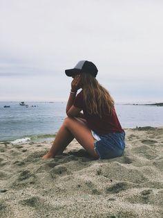 How to Take Good Beach Photos Sea Photography, Summer Photography, Girl Photography Poses, Photography Hashtags, Photography Filters, Photography Aesthetic, Photography Classes, Canon Photography, Photo Summer