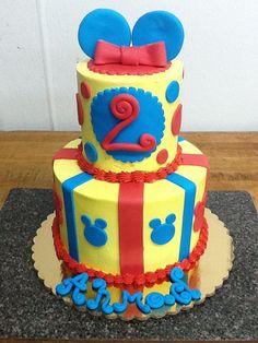 Mickey Mouse Cake #mickeymouse #cakes #birthday #twotier #buttercream #fondant