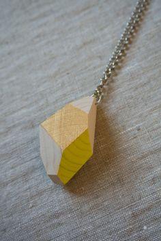 Wood&cut, pendenti da indossare in abete, catena argentata. Shop su Etsy: https://www.etsy.com/it/shop/Woodncut
