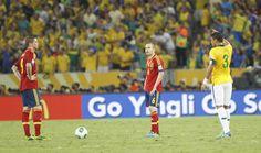 Iniesta y Torres hundidos después de uno de los goles de Brasil en la Copa Confederaciones 2013 #seleccionespanola #LaRoja #diariodelaroja