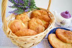 Retete Culinare - Scovergi reteta clasica Romanian Food, Romanian Recipes, Fried Pies, The Turk, Vegan Sweets, Gem, Snack Recipes, Curry, Chips