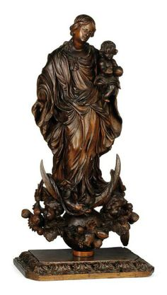 A SPANISH CARVED WOOD GROUP OF THE VIRGIN AND CHILD -  LATE 17TH CENTURY
