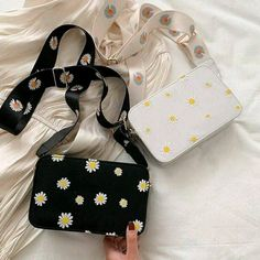 Preta e branca Fashion Handbags, Purses And Handbags, Fashion Bags, Aesthetic Bags, Accesorios Casual, Cute Backpacks, Girl Backpacks, Girls Bags, Cute Bags