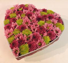 Amor puro: Arreglo de pinoquios de varias clases sobre base metálica en forma de corazón. Solicítalo ya: Teléfono +571 2159030 o al correo electrónico Precio $ 75.000