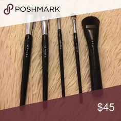 5 SEPHORA MAKEUP BRUSHES ! All in GREAT CONDITION , They sit in my vanity that is why i'm selling them . Each brush sells for 30-35 in store . In order from left to right : Pro Liquid Foundation , Pro Flawless Airbrush , Pro Flat Concealer , Pro Shadow , & Pro Multitask Contour ! Sephora Makeup Brushes & Tools