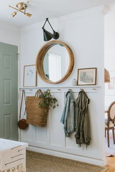 Entryway Decor, Cottage Entryway, Front Room Decor, Entryway Hooks, Home Entrance Decor, Home Decor Inspiration, Home And Living, Hall And Living Room, Home Projects