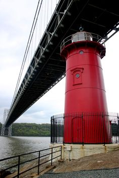Nyc, Little Red Lighthouse, Lighthouse Lighting, Lighthouse Photos, A New York Minute, Voyage New York, Five In A Row, Washington Heights, Beacon Of Light
