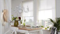Een wit rolgordijn past perfect in een romantisch ingerichte kamer ...