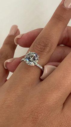 Round Diamond Ring, Round Diamond Engagement Rings, Round Wedding Rings, Simple Diamond Ring, Cute Engagement Rings, Beautiful Wedding Rings, Most Beautiful Engagement Rings, Wedding Jewelry, Girly