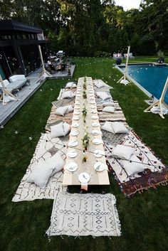 DIY ideas for a killer outdoor, backyard party! This on the ground picnic table looks so cute! Also, everyone loves a pool party! Garden Parties, Outdoor Parties, Outdoor Entertaining, Outdoor Weddings, Boho Garden Party, Picnic Parties, Home Parties, Backyard Parties, Garden Party Wedding