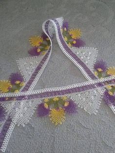 This Pin was discovered by Tuğ Needle Lace, Needle And Thread, Lace Making, Towel Set, Tatting, Diy And Crafts, Kids Crafts, Needlework, Crochet Necklace