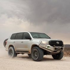 Best classic cars and more! Toyota Lc200, Toyota Trucks, 4x4 Trucks, Toyota Hilux, Land Cruiser 4x4, Toyota Land Cruiser 100, Carros Toyota, Tacoma Truck, Dubai Cars