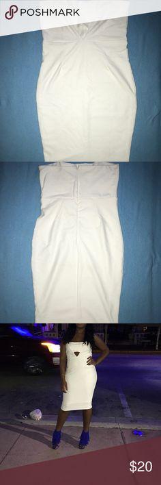 White bandeau dress! White bandeau midi dress Stretches  Worn once Dresses Midi