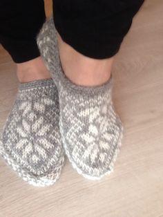 Slippers with stars. Yarn: Navia, 3-ply.