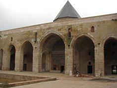 Şifaiye Medresesi: İl merkezinde Selçuklu parkı içerisinde, Çifte Minareli Medresenin tam karşısındadır. 1217 yılında Selçuklu Sultanı I. İzzeddin Keykavus tarafından yaptırılmıştır. Anadolu Selçuklu Tıp okullarının ve hastanelerinin en eski ve en büyüklerindendir.1220 yılında vefat eden I. İzzeddin Keykavus, vasiyeti üzerine çok sevdiği Sivas'taki Şifaiye Medresesinin güney eyvanındaki türbede ailesi ile birlikte yatmaktadır. Islamic Architecture, Art And Architecture, Islamic Art, Archaeology, Taj Mahal, History, Antiques, Building, Travel