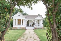 Season 5 of Fixer Upper #TheRealFixerUpper - Houses for Rent in Waco, Texas, United States