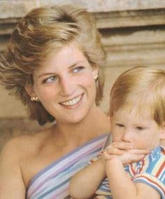 9 August Prince Charles, Princess Diana and Princes William and Harry join the Spanish Royal Family on a holiday photo call at Marivent Palace in Palma de Mallorca. Lady Diana Spencer, Diana Son, Princess Diana Family, Royal Princess, Princess Of Wales, Princesa Real, Prinz William, Prince William And Harry, Prince Charles