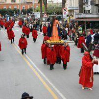 Processione delle donne del Sabato Santo Cerignola (FG). Per saperne di più su questo evento, visitate il nostro portale: http://www.pugliaevents.it/it/gli-eventi/processione-delle-donne-del-sabato-santo