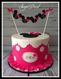 Simple vibrant Minnie cake with minnie bunting flags. Custom Birthday Cakes, 1st Birthday Cakes, Minnie Birthday, Birthday Parties, Baby Cakes, Girl Cakes, Cupcake Cakes, Minni Mouse Cake, Minnie Mouse