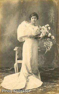 Filipino Fashion, Philippine Women, Filipino Culture, Filipina Beauty, Filipiniana, Cultural Studies, Historical Pictures, Photo Postcards, Pinoy