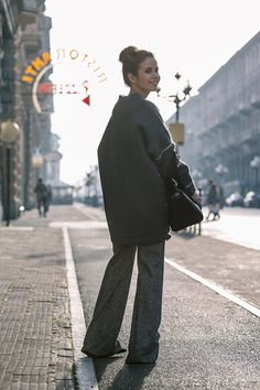http://www.collagevintage.com/wp-content/uploads/2015/12/Stella_McCartney-N21_Sweater-Bally_Bag-Outfit-BrunaRosso-Cuneo-Topknot-Grey_Look-Collage_Vintage-Street_Style-9-790x1185.jpg