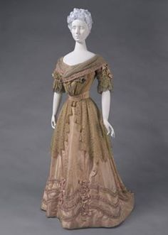 Jeanne Hallée reception dress ca. 1905.