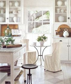 so very sweet… a nice breakfast nook with  a Parisian feel to it… as always, love how wood warms up and grounds my all favourite white and light filled kitchen! coffee anyone? :)