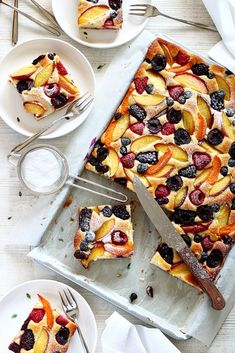 Ricotta plate cake with summer fruit Moroccan Desserts, Sweet Recipes, Cake Recipes, Alice Delice, Good Food, Yummy Food, Pastry And Bakery, Homemade Cakes, High Tea