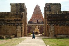 Gangaikondacholapuram,the long lost capital of Rajendra Chola 1 which has mysteriously disappeared leaving behind this mammoth temple. Lost City, Pisa, Underwater, Tower, Building, Travel, City, Arquitetura, Temple