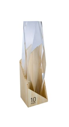 Custom crystal and eco bamboo corporate gift. Custom recognition is our speciality