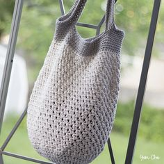Free crochet pattern for a Market Tote Bag. Take it everywhere - the farmers' market, the beach, the library!