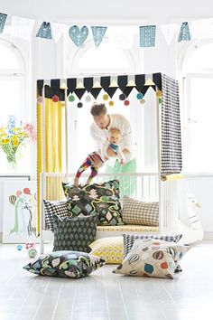 DIY : turn a crib/toddler bed into a canopy bed, love how draperies look