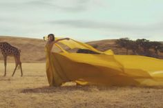 Taylor Swift Yellow Long Dress 'Wildest Dreams' Music Video Taylor Swift Music Videos, Taylor Songs, Taylor Swift Pictures, Taylor Alison Swift, Dream Video, Dream Music, Scott Eastwood, Fantasy Photography, Queen