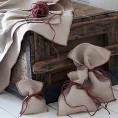 VINTER 2020 Cadeauverpakking, set van 4 - jute naturel - IKEA Ikea Design, Ikea Family, Christmas Gift Bags, Gifts For Your Mom, Joy To The World, Gift Wrapping Paper, Paper Decorations, Paper Gifts, Gift Tags