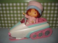 Emily Erdbeer Puppe Vintage Spielset - Emily + Schneemobil