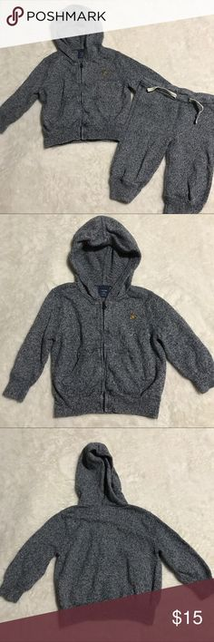 Baby gap 6-12 month sweatsuit hoodie jogger outfit Excellent condition baby gap marled baby gap 6-12 month sweatsuit. Lightweight knit perfect for multiple seasons! Zip up hoodie with jogger sweatpants GAP Matching Sets