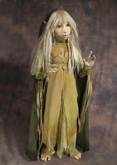 Kira - Dark Crystal by Wendy Froud, queen of the fae sculptors Dark Crystal Movie, The Dark Crystal, Fantasy Films, Fantasy Art, Brian Froud, Kobold, Marionette, Jim Henson, Fairy Art